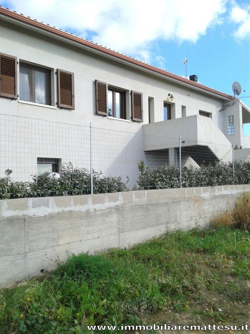 Immobiliare mattesu casa indipendente su due livelli a for Casa con 2 camere da letto con seminterrato finito in affitto
